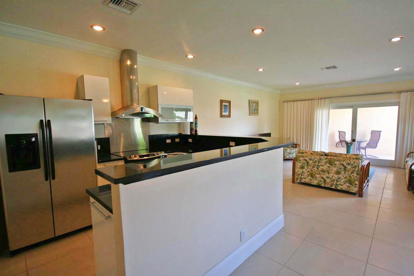 9. Co-op / Condo for Rent at Luxurious Waterfront 1-Bedroom Condominium in Gorgeous Suffolk Court Bahamia Marina, Freeport And Grand Bahama, Bahamas