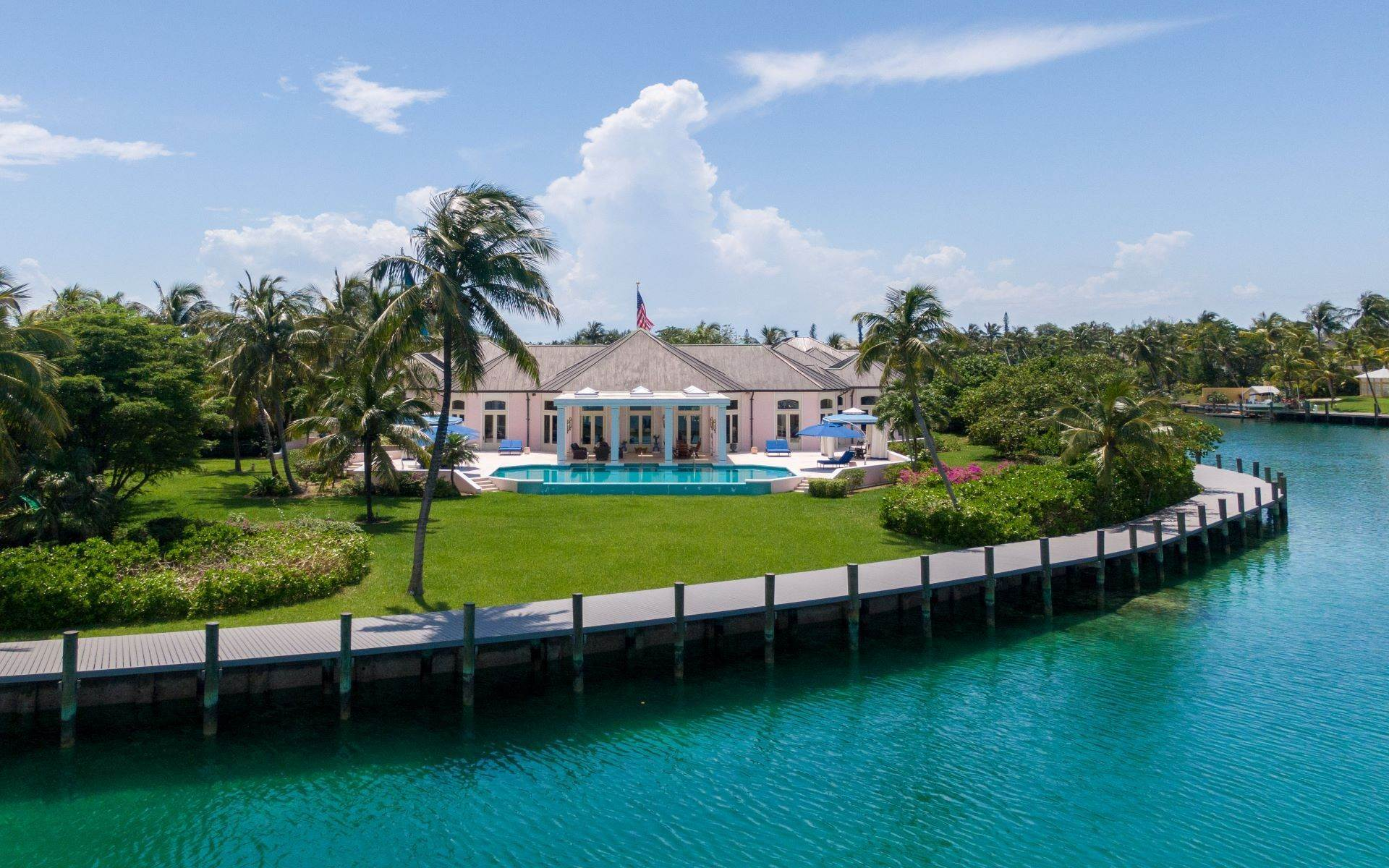 10. Single Family Homes for Sale at Luxurious Lyford Cay Canalfront Estate - MLS 40934 Lyford Cay, Nassau And Paradise Island, Bahamas