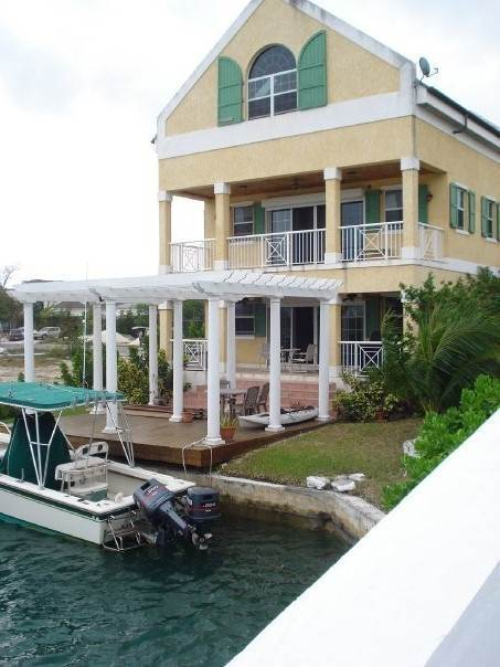 9. Single Family Homes por un Alquiler en Very Private And Well Built Home On Canal Sandyport, Cable Beach, Nueva Providencia / Nassau Bahamas