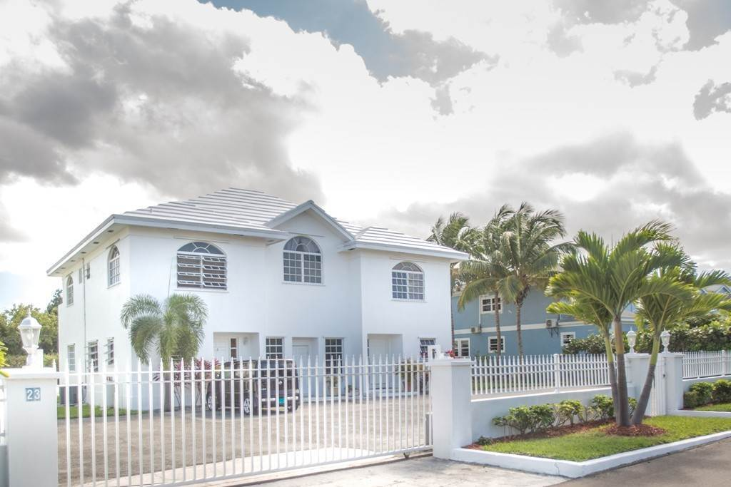 2. Co-op / Condominio por un Alquiler en Westridge newly furnished townhouse in a triplex with a gate and pool Westridge Estates, Westridge, Nueva Providencia / Nassau Bahamas