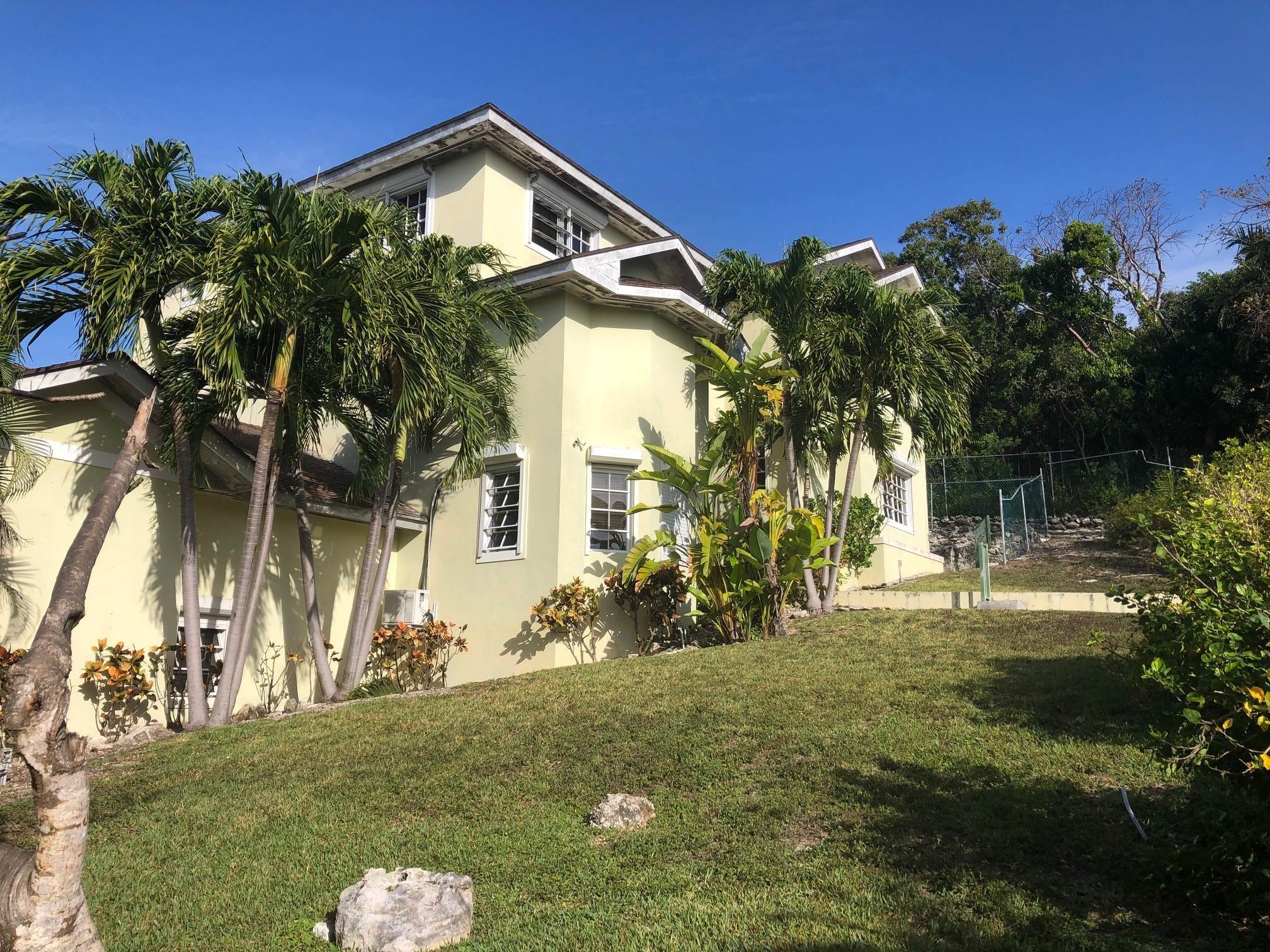 15. Single Family Homes for Sale at Lyford Cay Great Investment Potential - MLS 43600 Lyford Cay, Nassau And Paradise Island, Bahamas