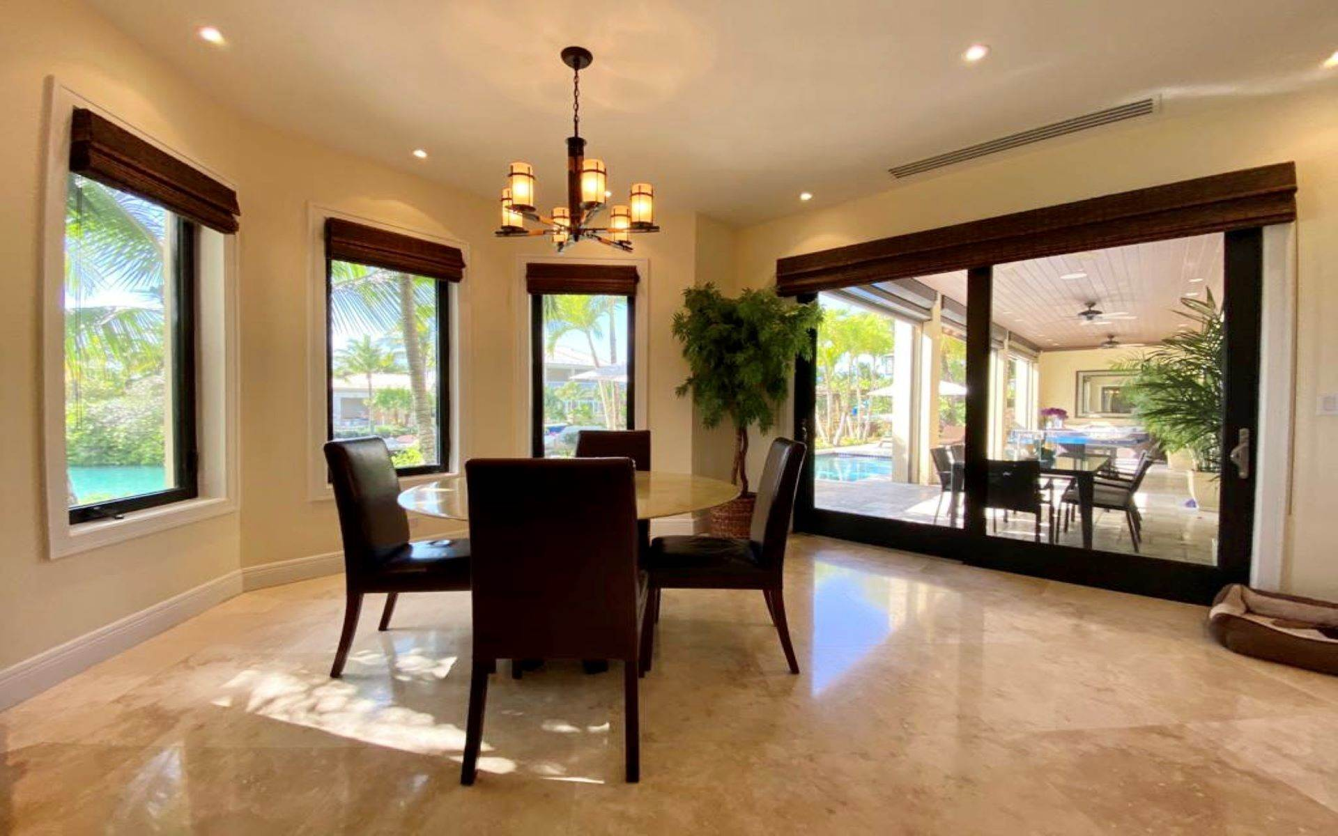 9. Single Family Homes for Sale at Immaculate House on Venetian Lane in Old Fort Bay Old Fort Bay, Nassau And Paradise Island, Bahamas