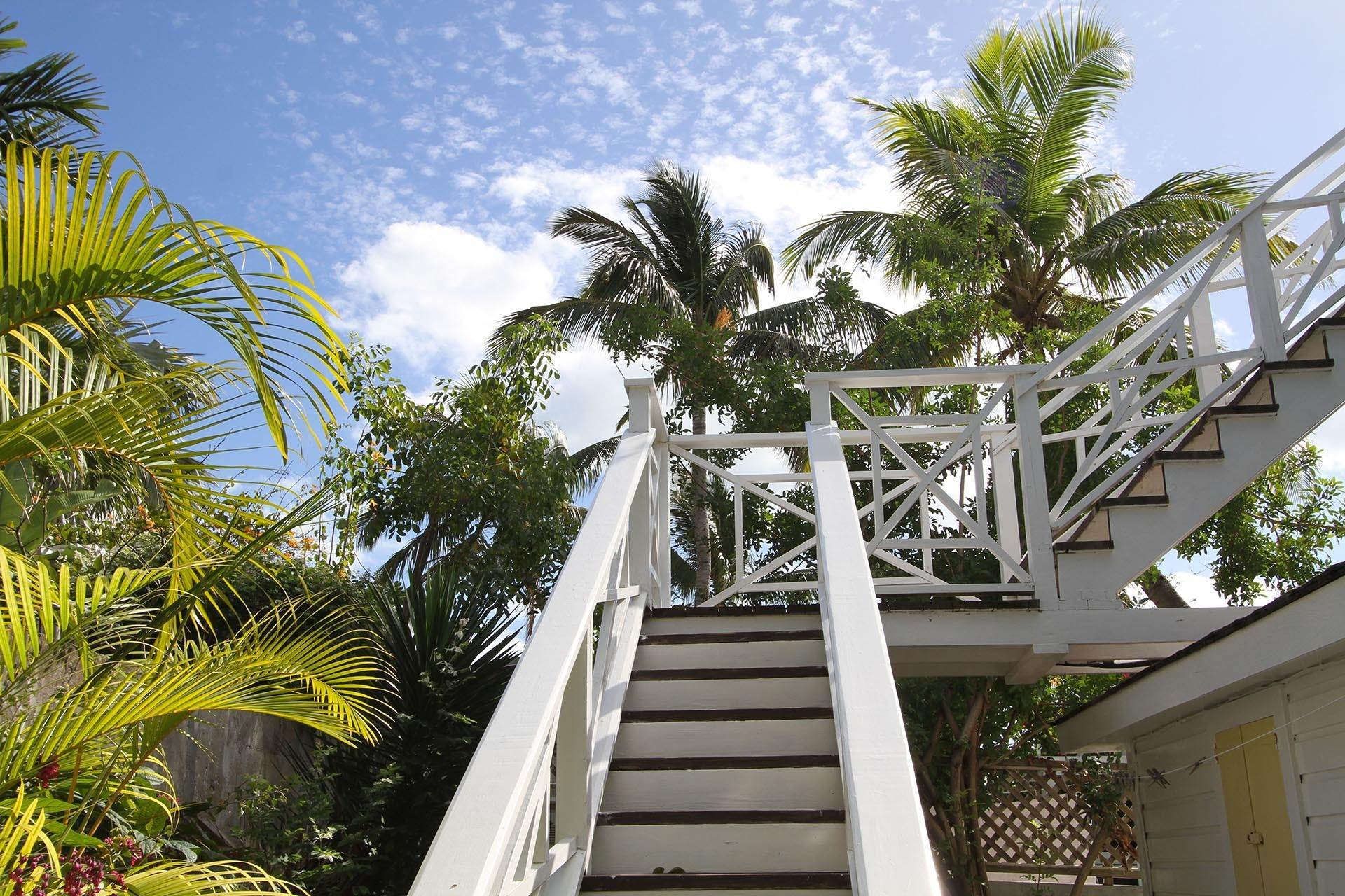 9. Single Family Homes por un Venta en Historic Harbour Front Home Harbour Island, Eleuthera, Bahamas