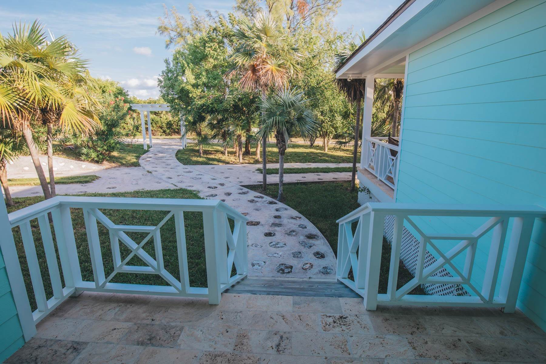 23. Single Family Homes for Sale at Savannah Sound Home - Windermere Island - MLS 44478 Windermere Island, Eleuthera, Bahamas