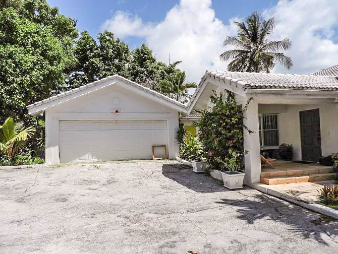 4. Single Family Homes for Sale at Beachfront Escape - Sunnydale House - MLS 42326 Eastern Road, Nassau And Paradise Island, Bahamas