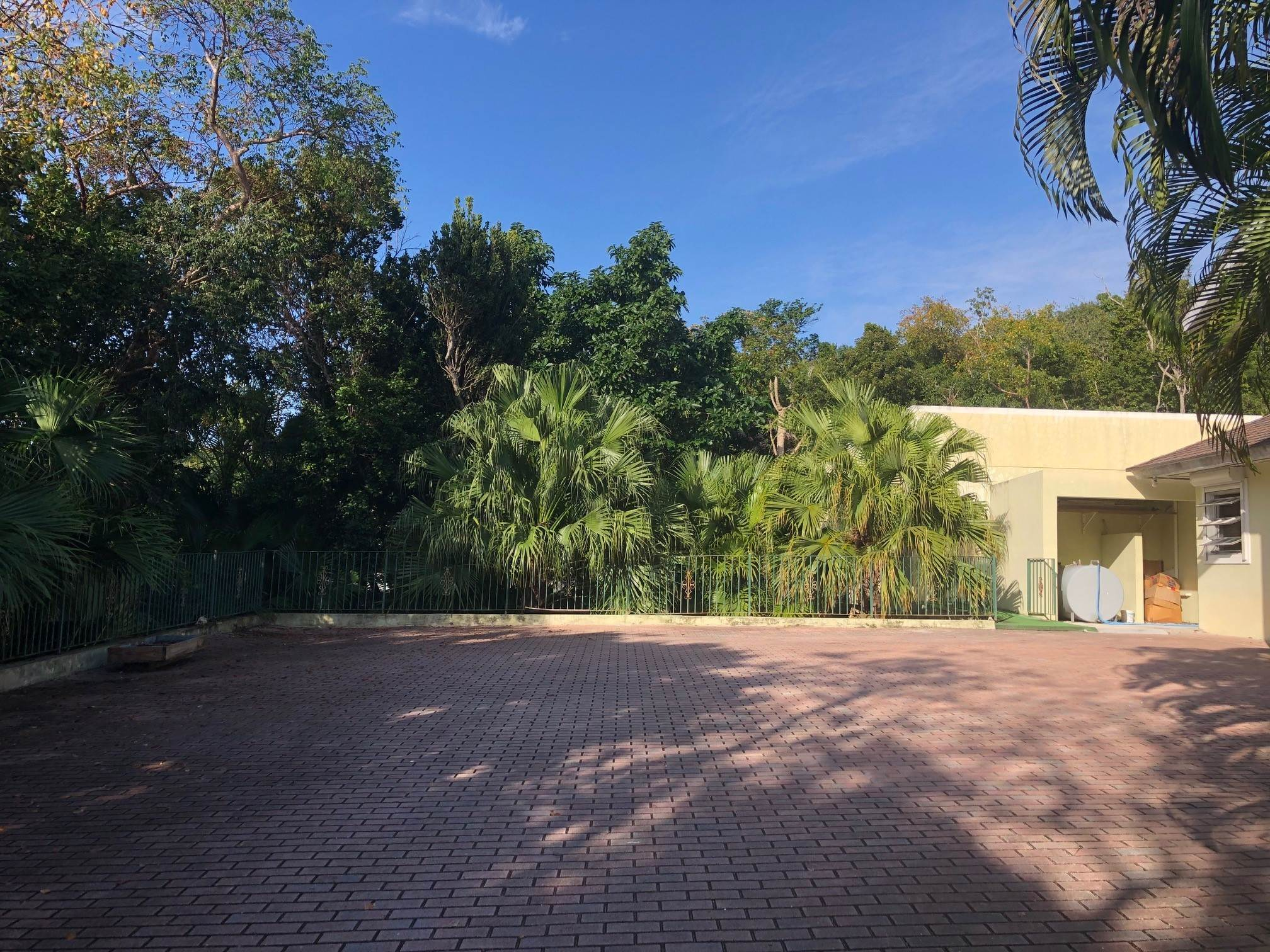 16. Single Family Homes for Sale at Lyford Cay Great Investment Potential - MLS 43600 Lyford Cay, Nassau And Paradise Island, Bahamas