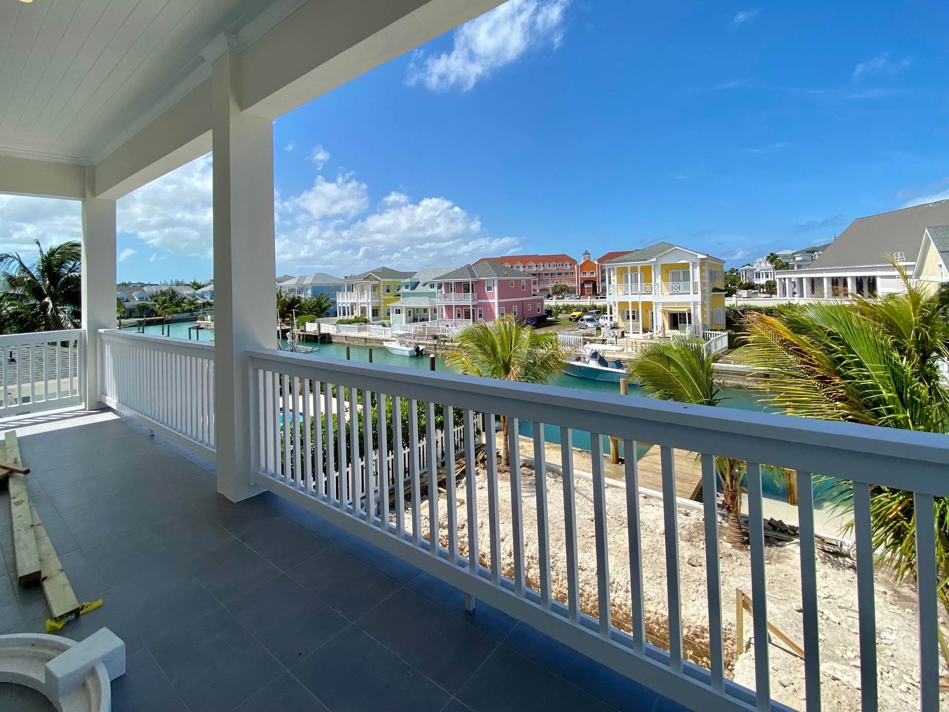 10. Single Family Homes for Sale at Grand Contemporary Home in Sandyport - MLS 43963 Sandyport, Cable Beach, Nassau And Paradise Island Bahamas