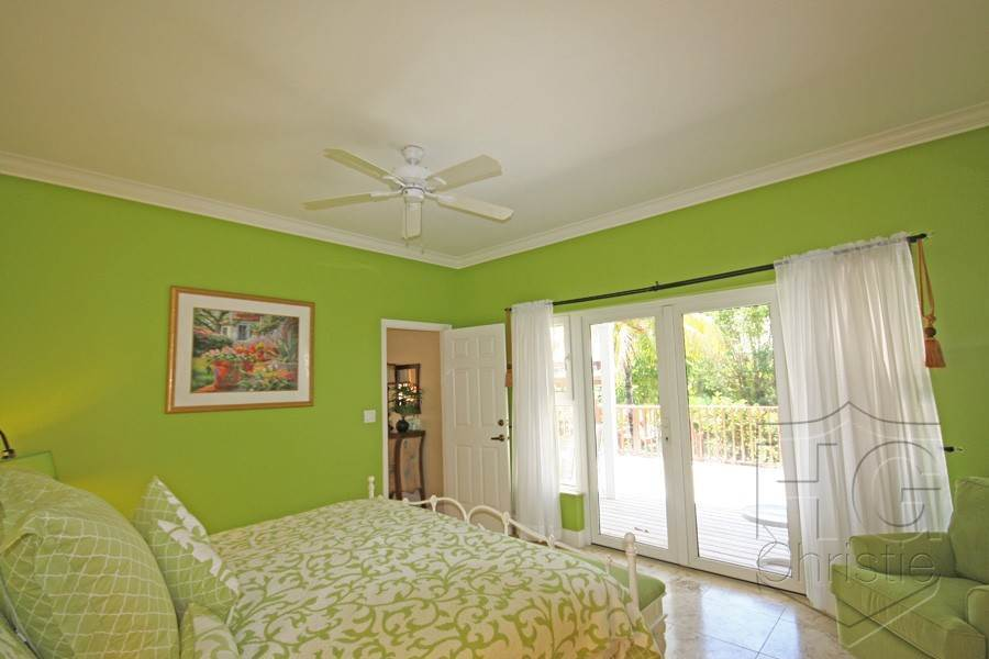 10. Single Family Homes por un Alquiler en Island Home in Shoreline, Fortune Beach, Lucaya Shoreline, Lucaya, Gran Bahama Freeport Bahamas