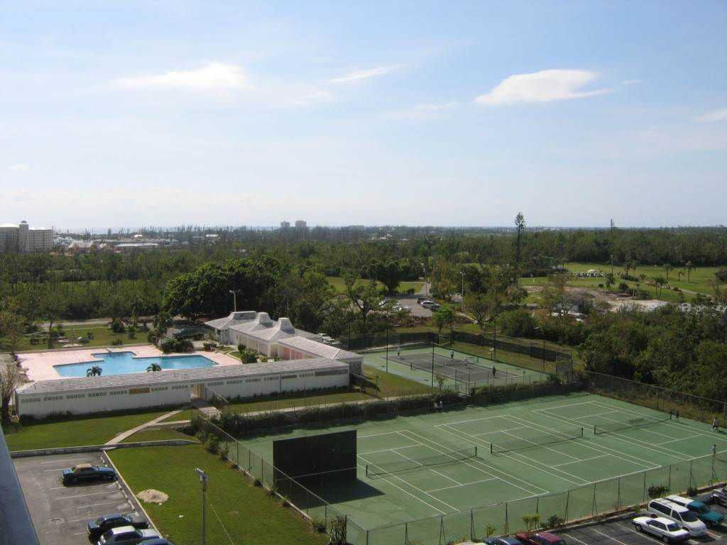 5. Co-op / Condominio por un Alquiler en Beautiful 8th Floor Condo Greening Glade, Gran Bahama Freeport, Bahamas